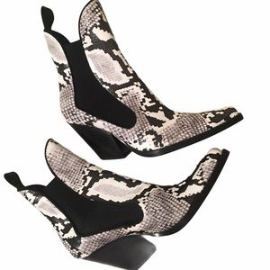 ZARA Snake Print Pointed Boots